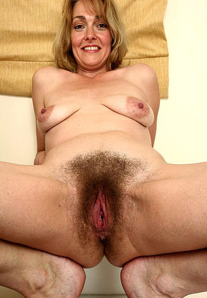 Sexy 45 yearold mom loves cock -..