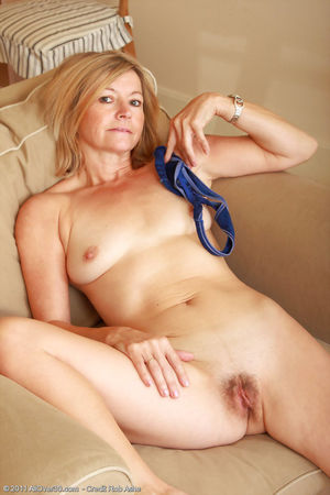 Free Mom Pic - 13 - Blonde 48 year old..