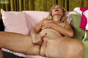 Ugly blonde Janet Lesley finger..