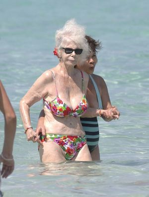 duchess of alba bikini 86 year old..