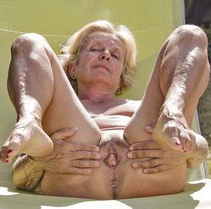 granny spread&pussy spread creampie xxx