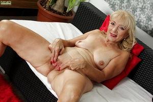 Free mature women vids - Outdoor -..