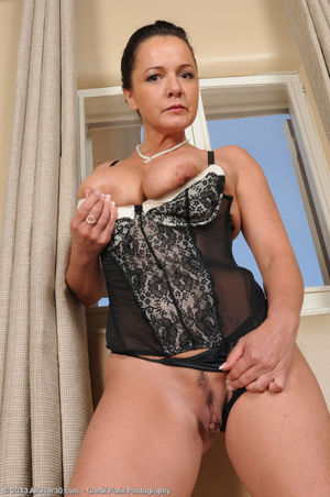 Busty mature woman Pepper Ann peels..