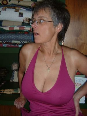 Motherly love mature cleavage II..