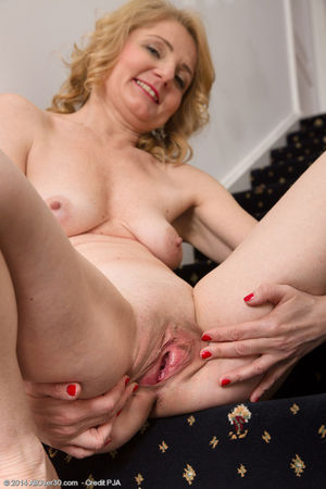 Porn pics of 45 year old Isabelle B..