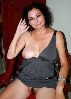 Milf 50 Year Old Black Pussy \ Sucking..
