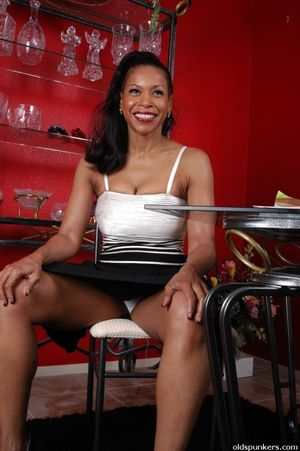 Mature black woman pussy - Sex photo