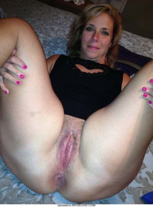 Nude wives and MILFs WifeBucket