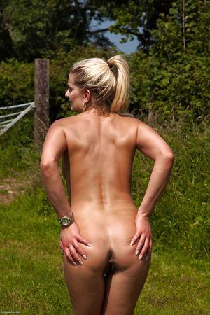 Hairy mature courtesan Samantha Snow..