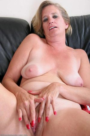 Atk Natural Hairy Mature Pussy -..