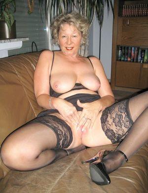 Mature Granny sexy (@MamieSalope)