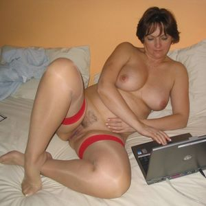 Amatuer mature at home housewife sex -..