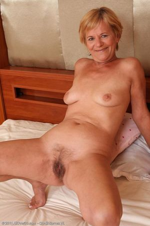 Old women naked showing their pussies..