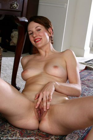 Mature porn pictures of Redheaded MILF..