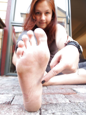 18yr old German Tourist Bare Feet -..