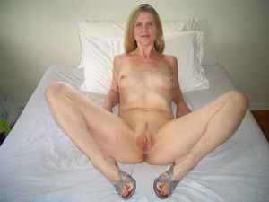 Mature Pussy Spread Open \ Sucking..