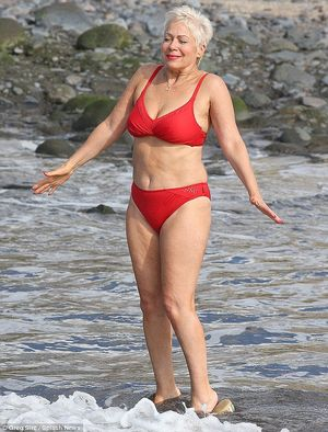 Denise Welch Flaunts Two Stone Weight..