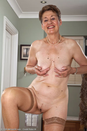 Mature 60 year old women pussy -..