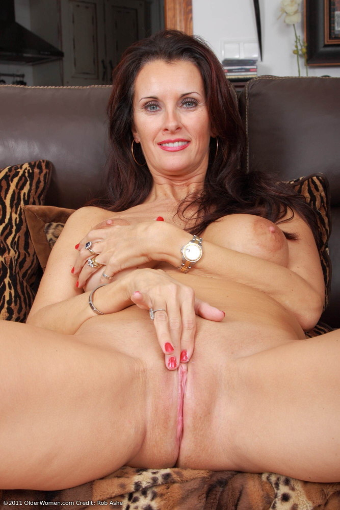 Cougar angie george does anal and dp before bukkake