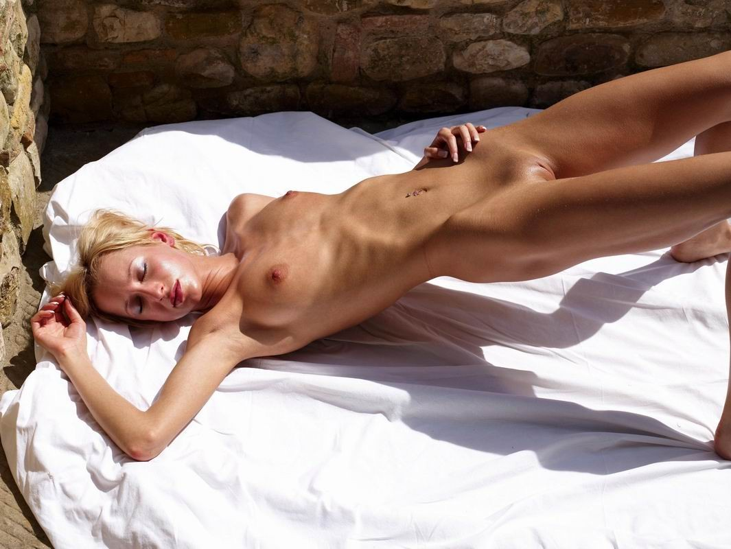 Sexy Skinny Girl Pictures