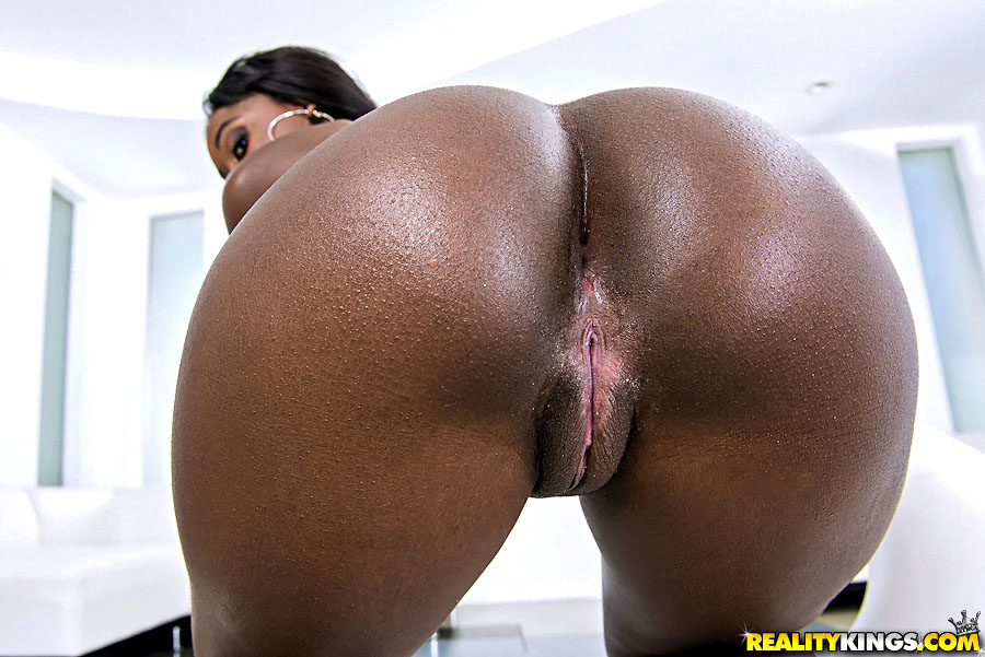 Bonnie amor bubble ass ebony babe with great bubble ass ...