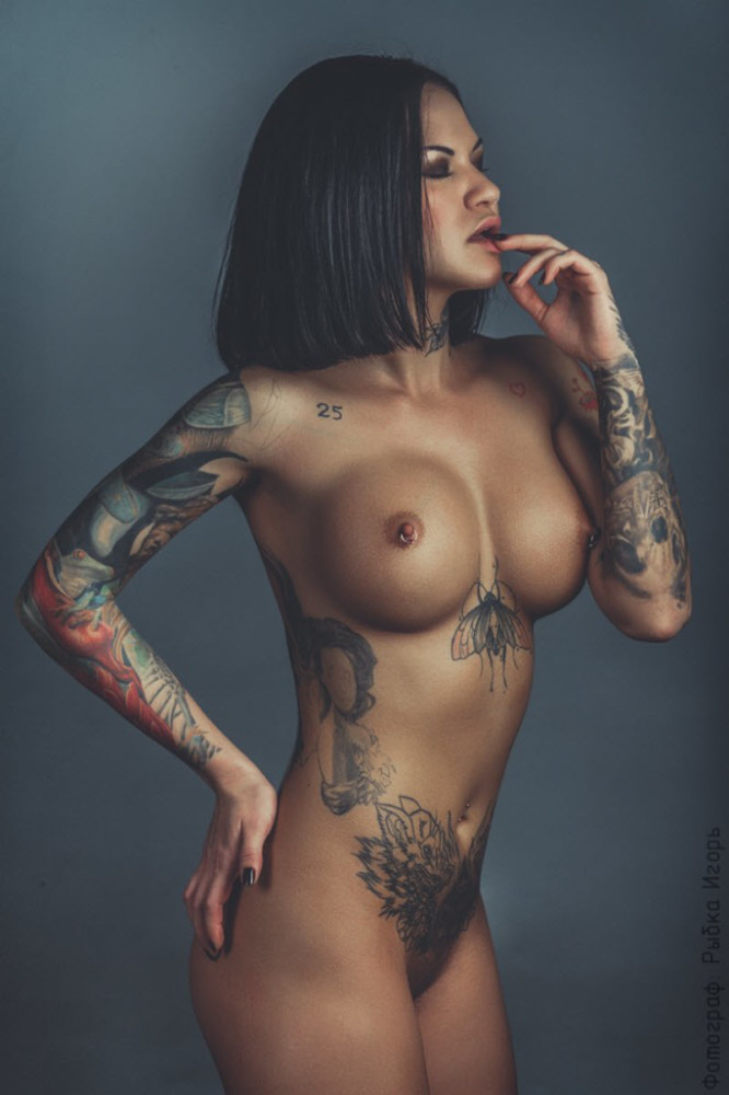Hot tattooed girls nude, sexy tight fat pussies
