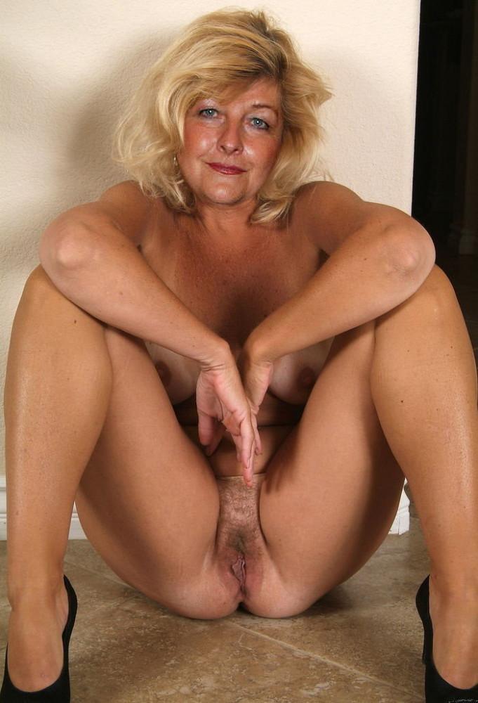 Mature nude women tube