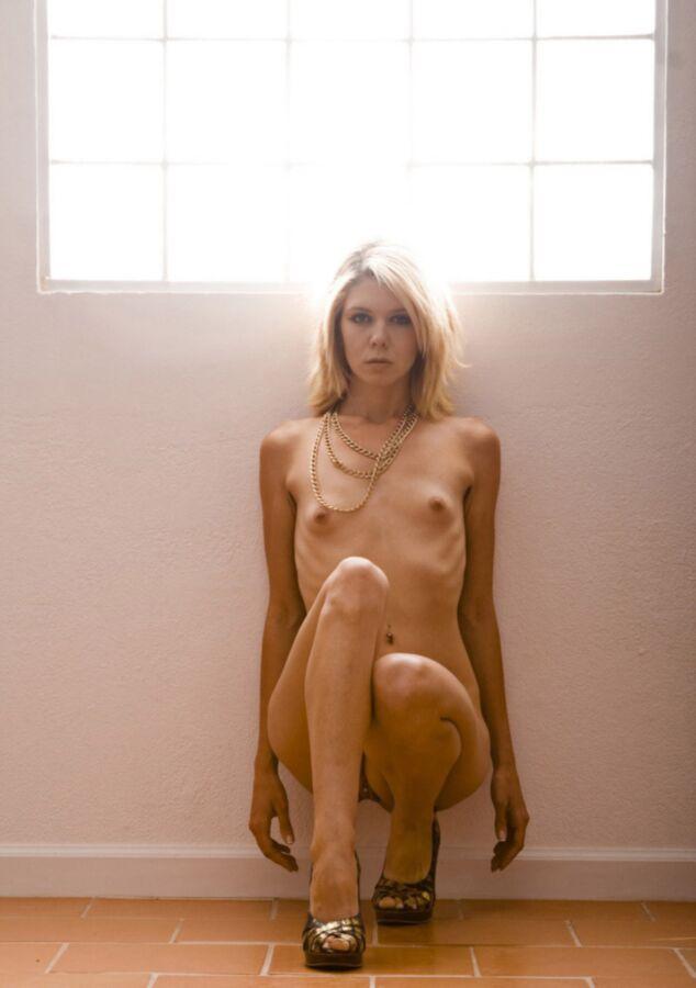 Thin wife nude