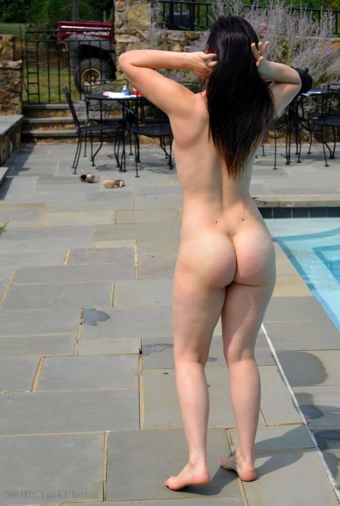 Naked Sexy Girl Walking Field Spankbang Com 1