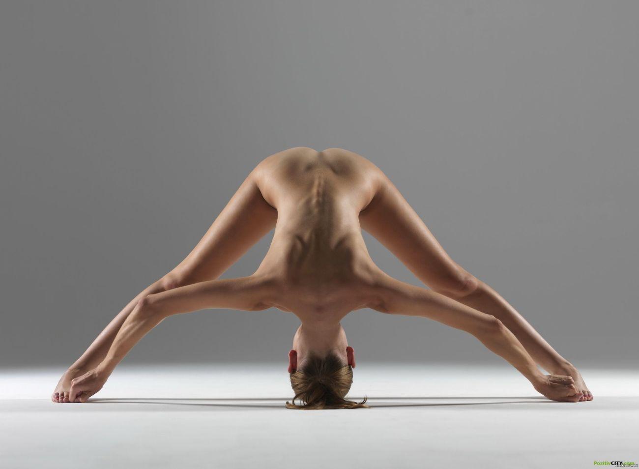 Flickor Naken Yoga