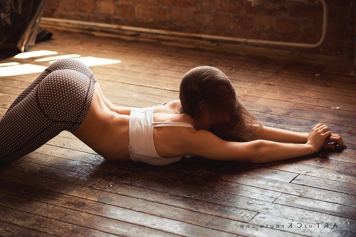 Amy Jackson Sexy Pose