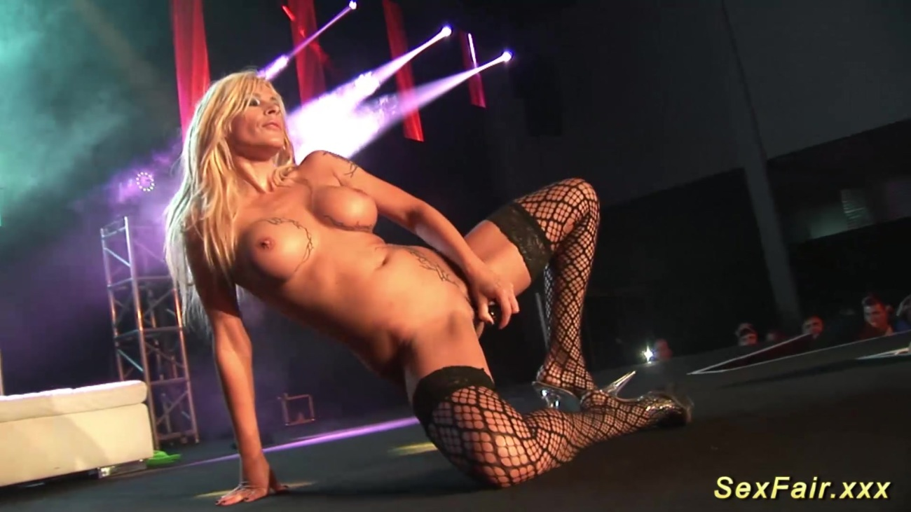 Download hd teasing erotic striptease porn pics