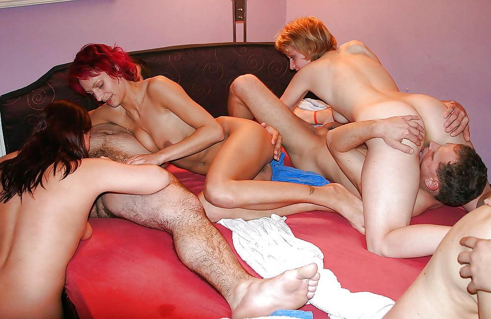 На вечеринке состоялся домашний секс русских свингеров