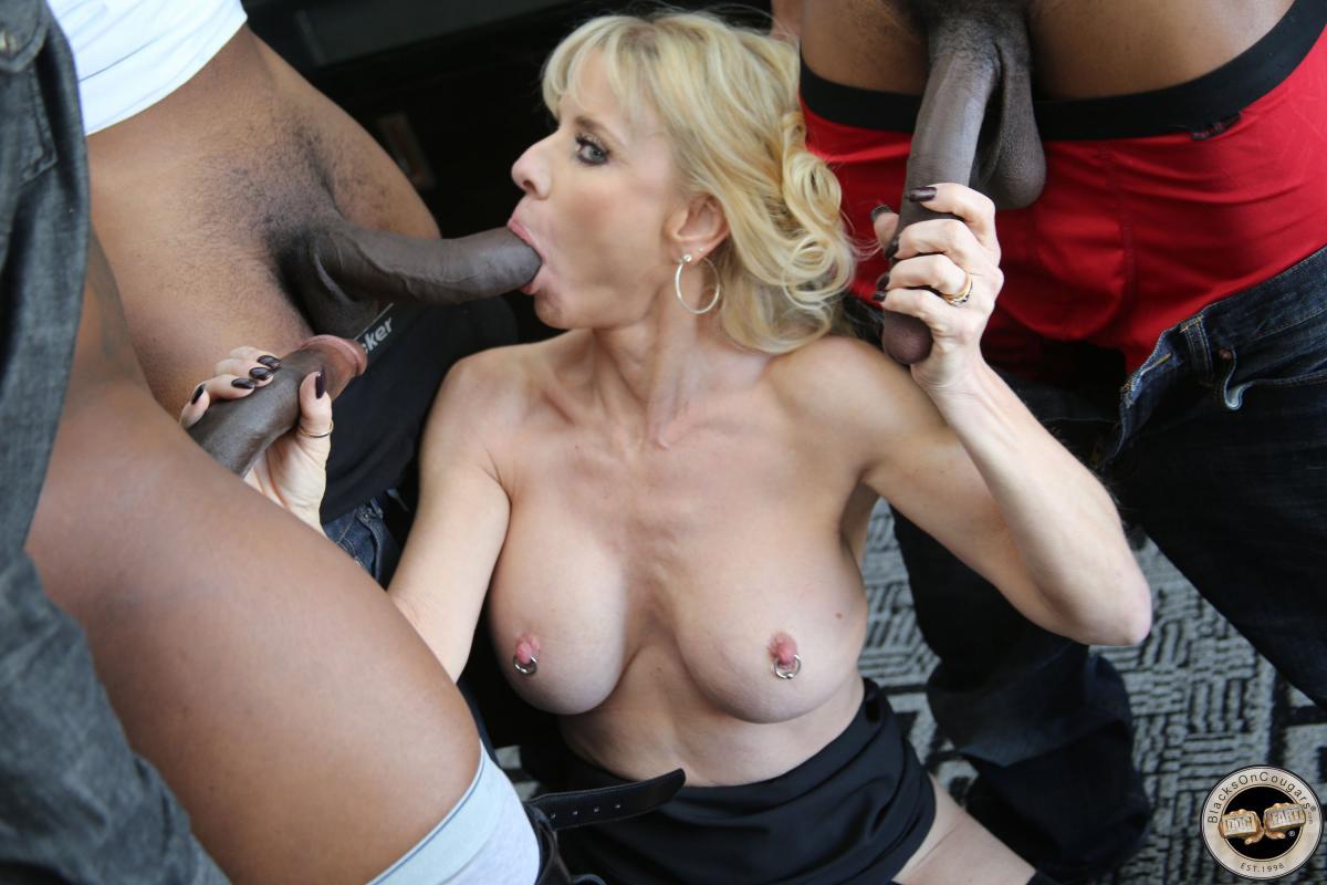 Free Milf Porn Pics And Mom Sex Galery