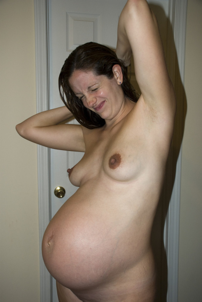 Sexy amateur pregnant nude