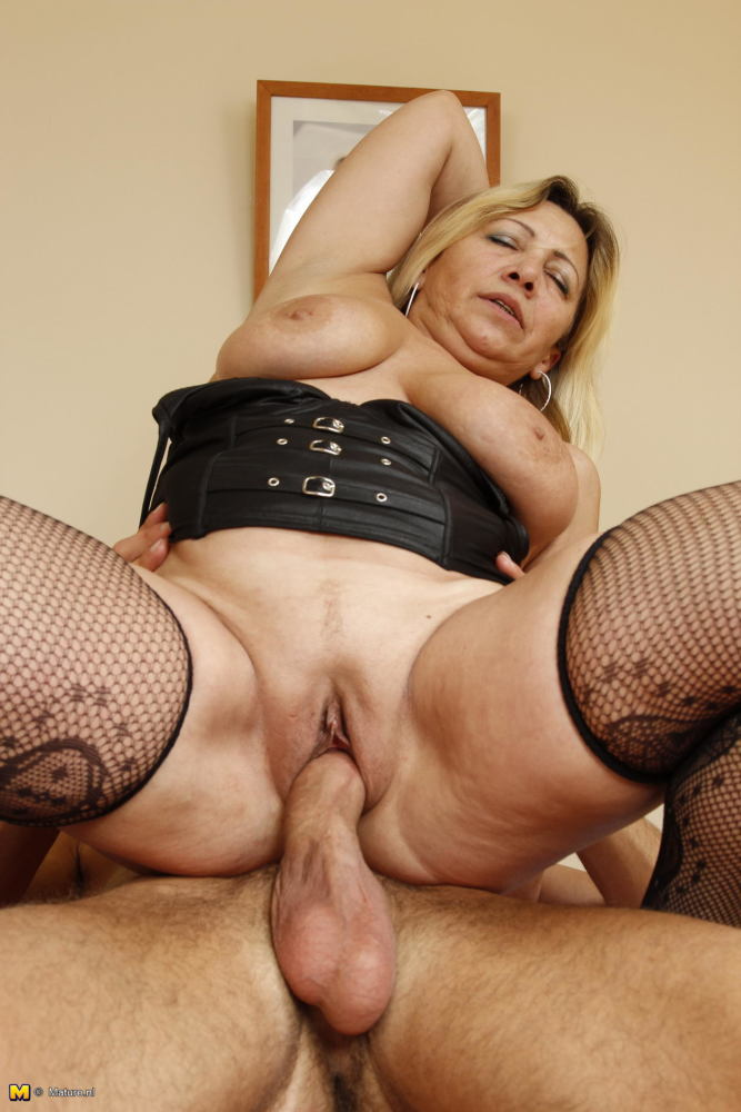 Awesome anal sex with hungry german milf babe on home sex photo