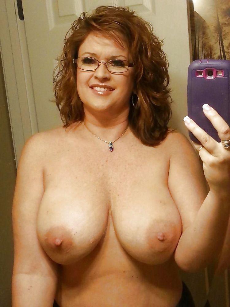 Hot busty mature women porn pics