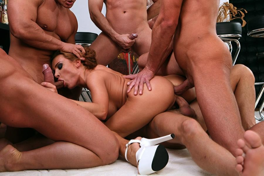 gang-bang-free-pictures-oral-sex-with-female