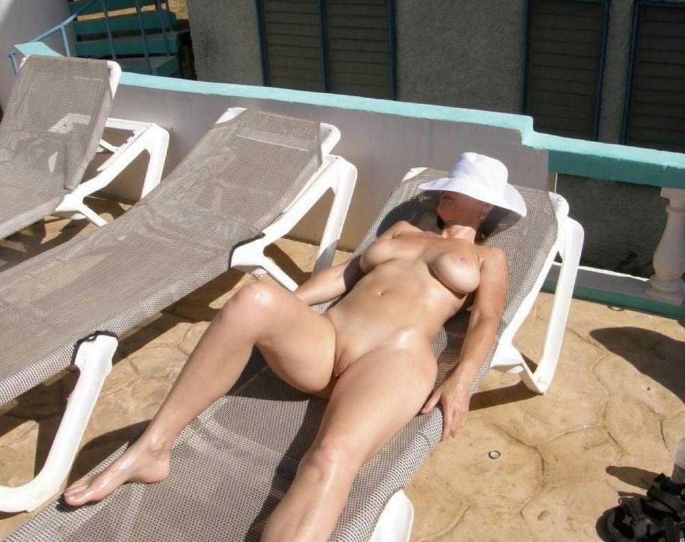 Can you sunbathe nude on hawaii beaches
