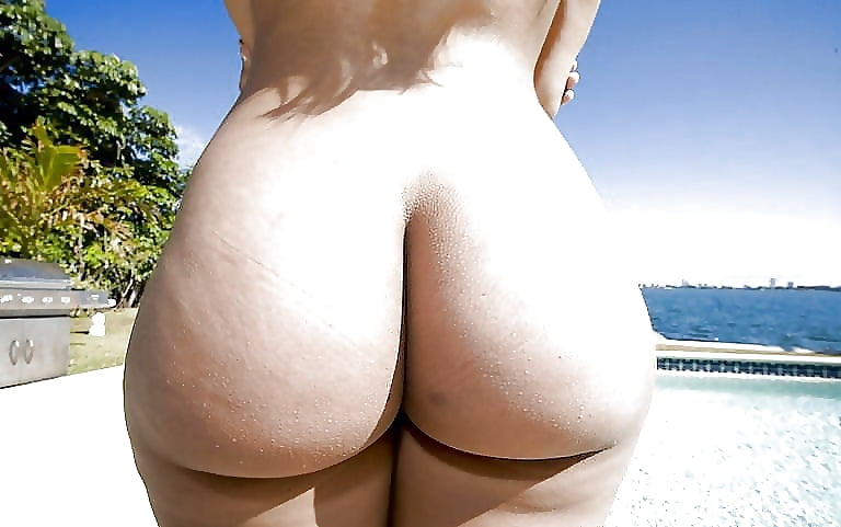 Curvy sexy bubble butt nude