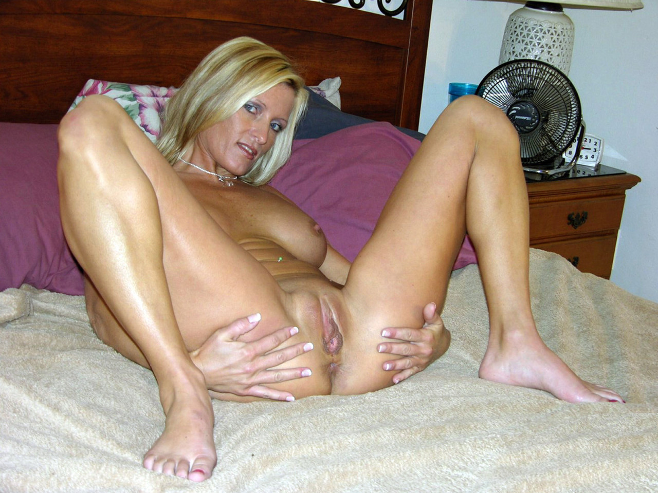 Amateur mature milf in bed