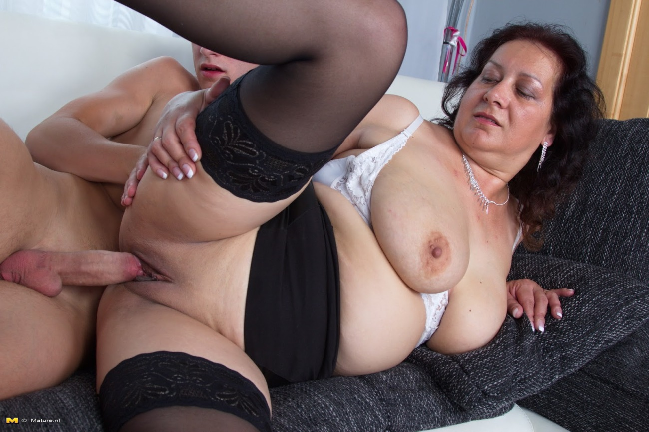 Fat Mature, Pricilla Likes To Get Hammered In A Doggy
