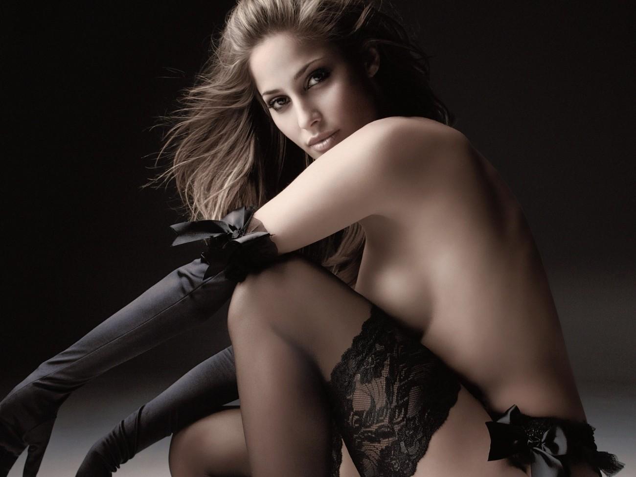 Kim kardashian lounges around in sexy lingerie in behind