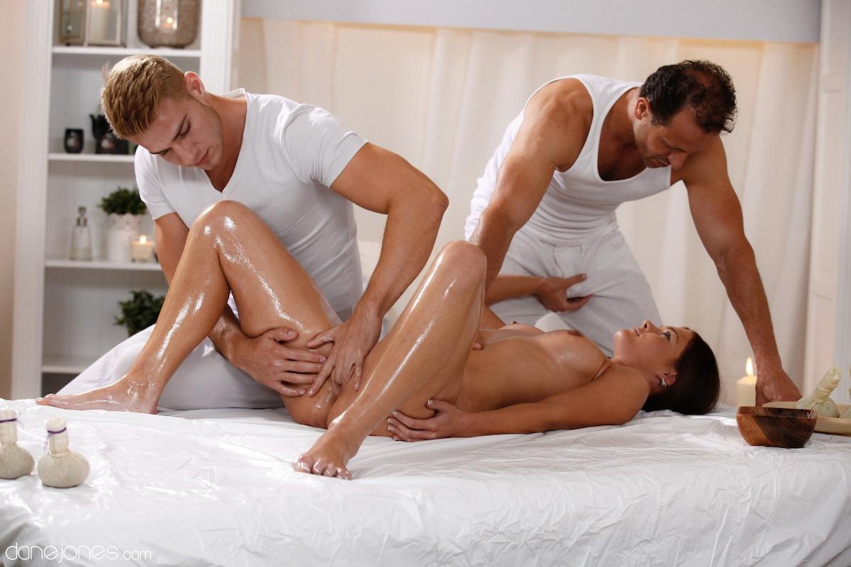 Интимный массаж пошел мужчине на пользу порно фото бесплатно