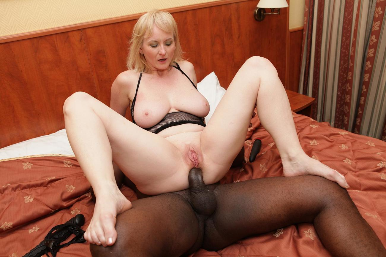 Mature Gets Rammed By Black Pole