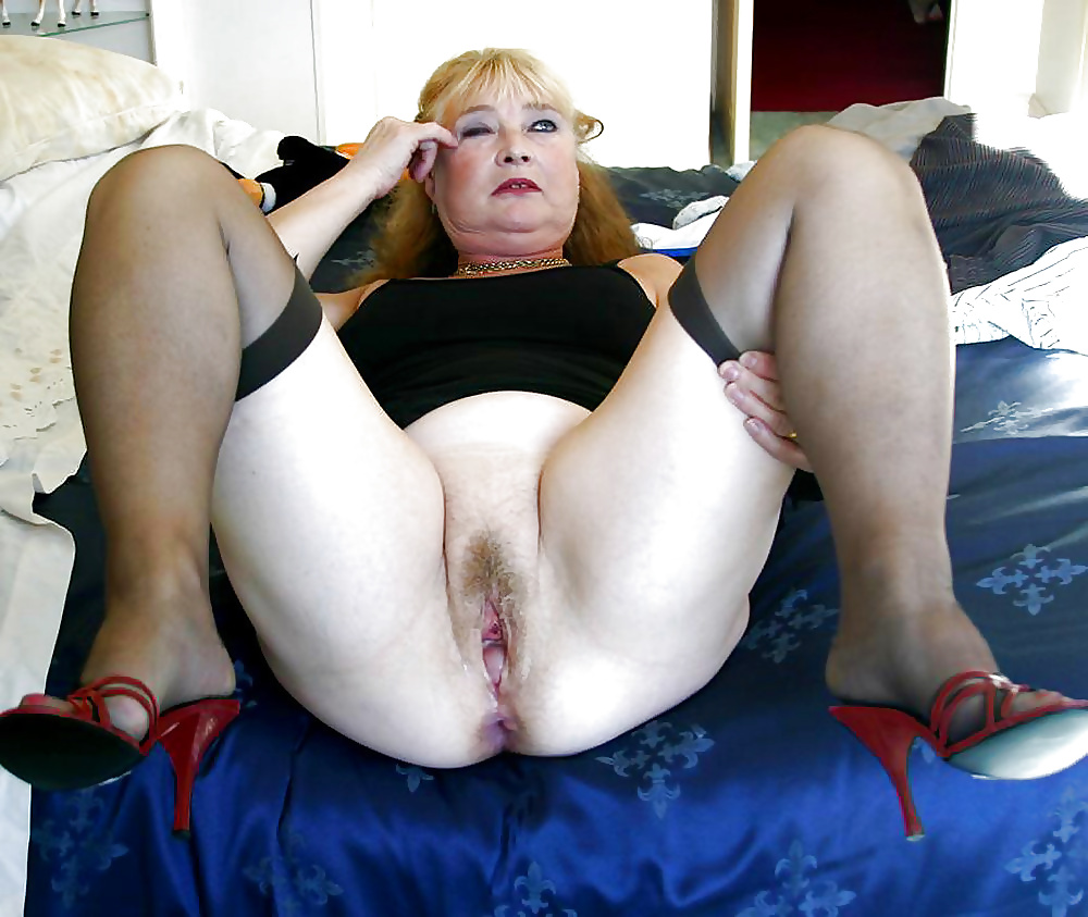 Image Fap Horny Granny Shows Her Wet Pussy Excited