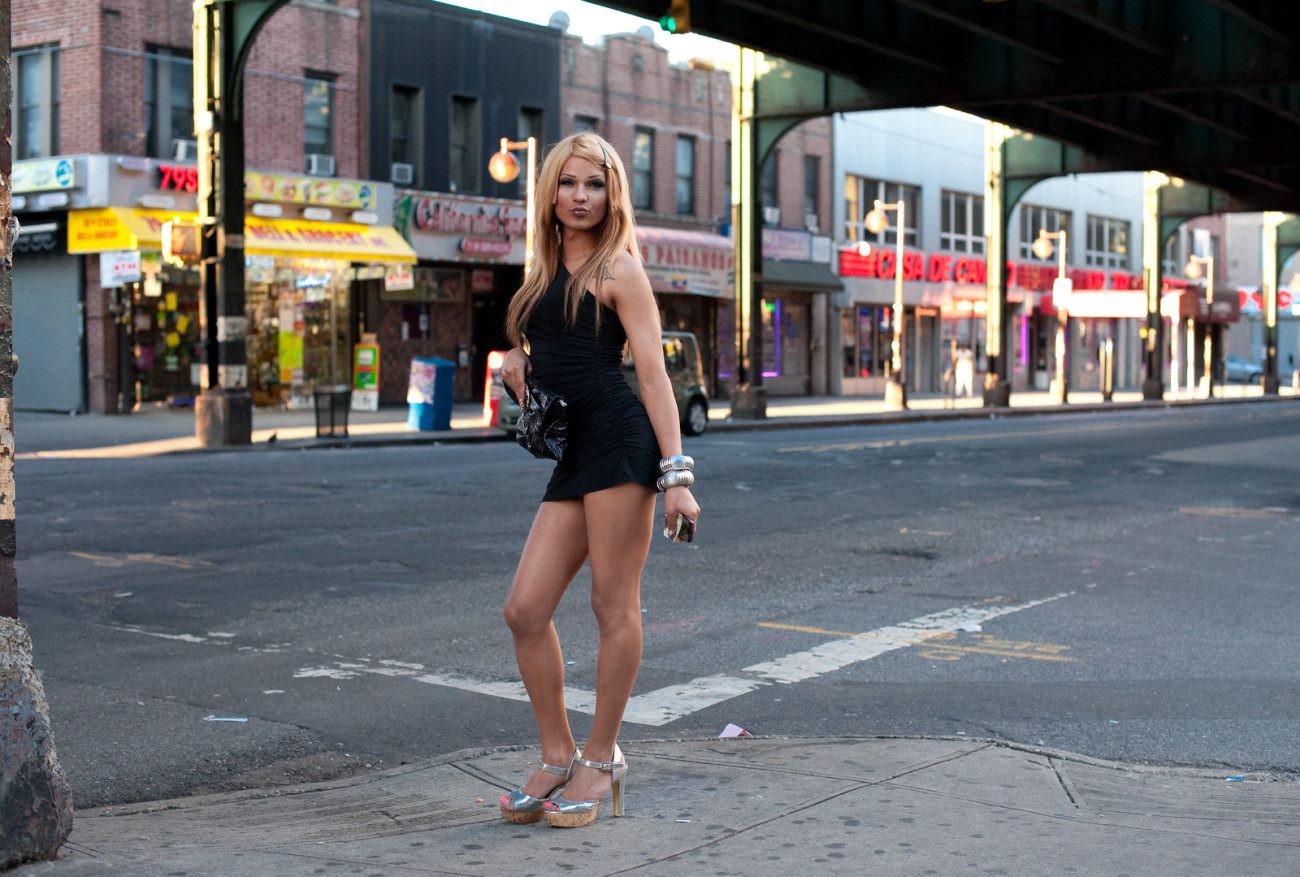 dailymotion-strip-on-street