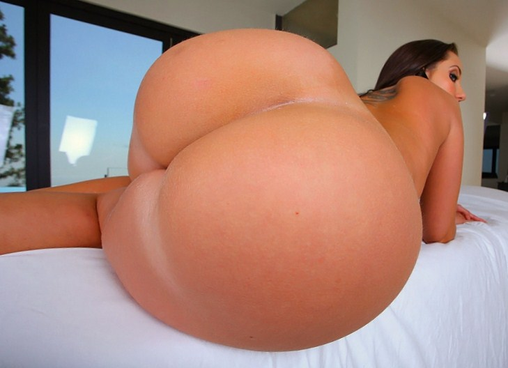 Huge ass white woman spreading