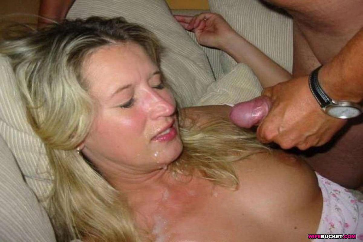 Daughter sucking and drinking her father off