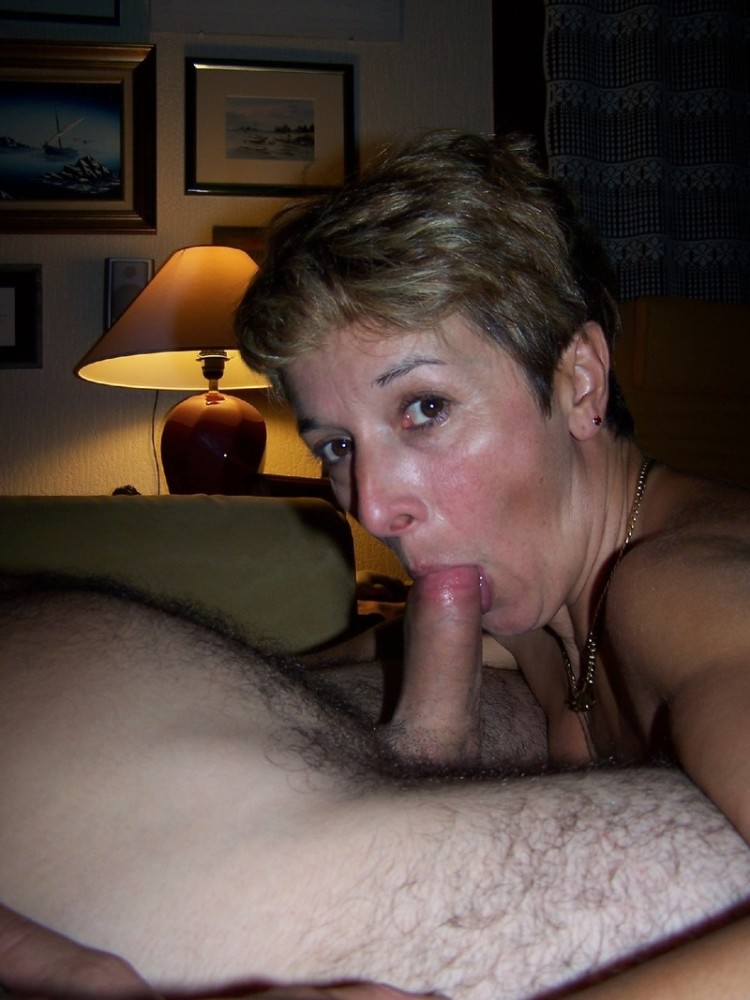 Natural boobs dame giving monster cocks blowjob in mmf